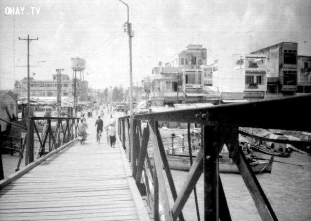 Cầu Bến Tre (mà thường bị gọi nhầm là cầu Cái Cối), nhìn về Bùng Binh, khoảng những năm 90,Bến Tre xưa,Xứ dừa,hình xưa,ảnh cổ,ảnh lịch sử