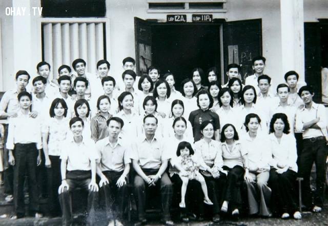Hình thầy cô và học sinh lớp 12A1 trường Nguyễn Đình Chiểu niên khóa 82-83 - chụp ngày 20/11/1982,Bến Tre xưa,Xứ dừa,hình xưa,ảnh cổ,ảnh lịch sử