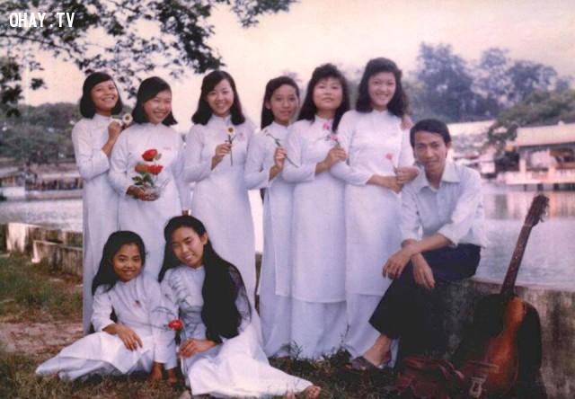 Thầy và học sinh trường Nguyễn Đình Chiểu trên bờ hồ Trúc Giang khoảng 1990,Bến Tre xưa,Xứ dừa,hình xưa,ảnh cổ,ảnh lịch sử