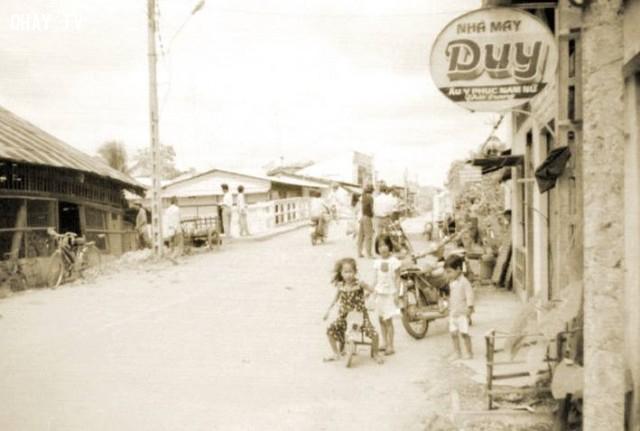 Cầu Cái Cá, bên trái là trại cây Nam Lợi,Bến Tre xưa,Xứ dừa,hình xưa,ảnh cổ,ảnh lịch sử