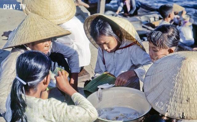 Khu chợ chồm hổm cặp bờ sông 1969,Bến Tre xưa,Xứ dừa,hình xưa,ảnh cổ,ảnh lịch sử