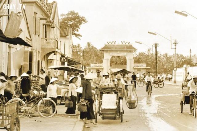 Cổng kiểm soát ghe thuyền (chân cầu Bến Tre hiện nay) cuối đường Phan Thanh Giản (Đại lộ Đồng Khởi hiện nay), khoảng năm 1967,Bến Tre xưa,Xứ dừa,hình xưa,ảnh cổ,ảnh lịch sử