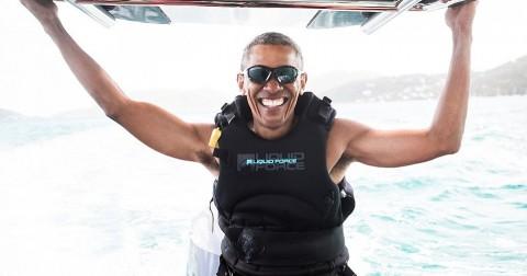 Obama vui vẻ tập lướt sóng cùng tỷ phú Richard Branson sau khi về hưu