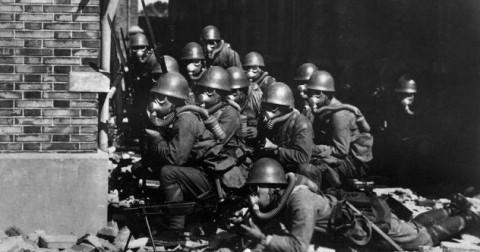 10 câu chuyện về những người mạo hiểm mạng sống bảo vệ quân địch trong Chiến tranh thế giới thứ 2