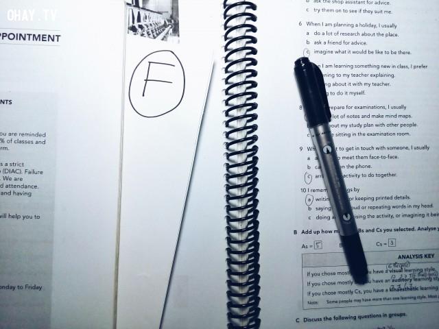 2. Xem lại những bài kiểm tra cũ mà bạn cảm thấy không thật sự hài lòng ,Cải thiện điểm số,học tập,kế hoạch,ghi chú