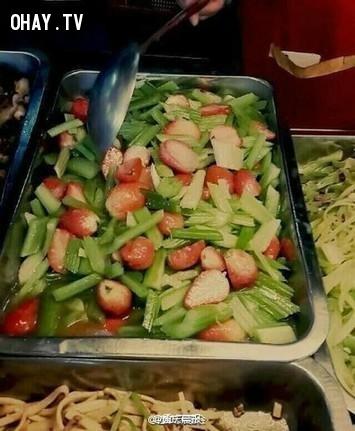 Dâu tây xào rau cải,món ăn,kỳ lạ