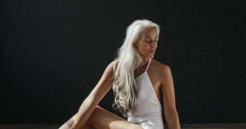 Bí quyết của người phụ nữ 61 tuổi tự tin làm mẫu cho tạp chí dồ tắm