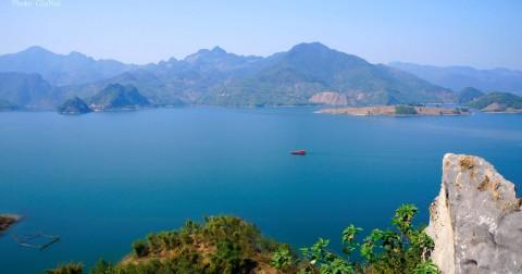 Hồ Ba Khan một Hạ Long của Tây bắc