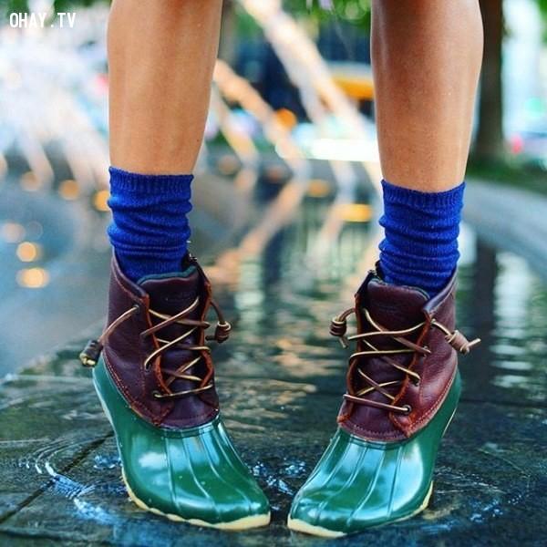 Một đôi ủng chống nước
