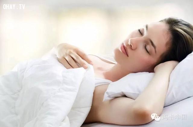 Sở dĩ bạn bị bóng đè là do căng thẳng tâm lí hoặc để tay lên ngực khi ngủ,bóng đè,cải thiện giấc ngủ