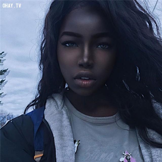 Lola Chuil ,màu da,vẻ đẹp