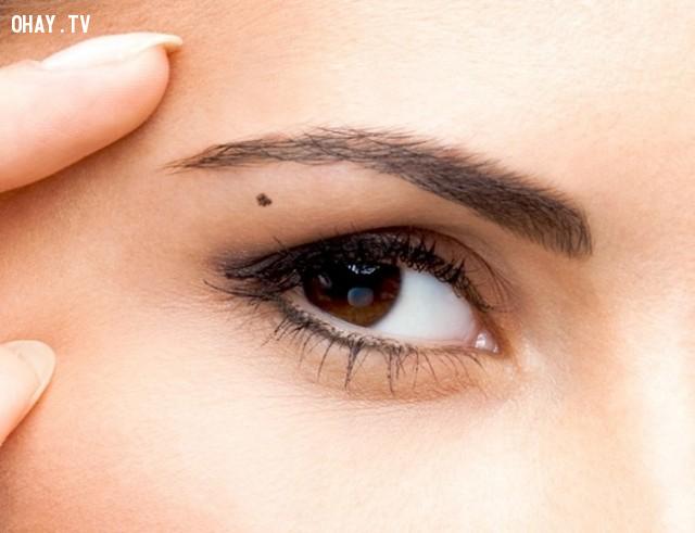 3. Dưới lông mày ,trắc nghiệm tính cách,nốt ruồi,bói tính cách,bói dạo,tướng số