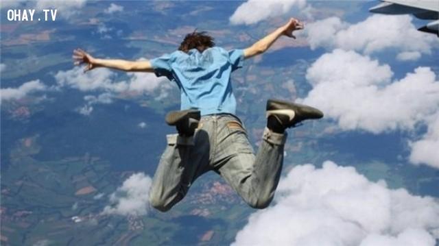 17. Nhật Bản đang có một môn thể thao mạo hiểm mới gọi là nhảy dù Banzai.,những điều thú vị trong cuộc sống,có thể bạn chưa biết,facts