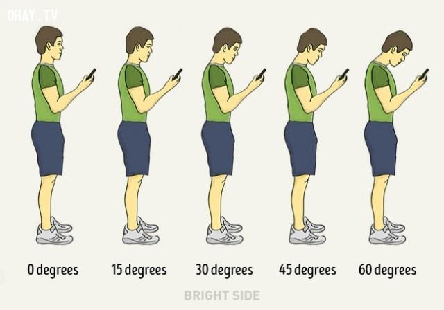 3. Cầm điện thoại đúng cách ,mẹo hay,ngồi thẳng lưng,tư thế thẳng lưng,tư thế xấu,tư thế đẹp