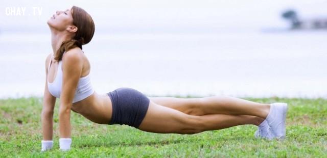 1. Tập thể dục giúp cải thiện tư thế ,mẹo hay,ngồi thẳng lưng,tư thế thẳng lưng,tư thế xấu,tư thế đẹp