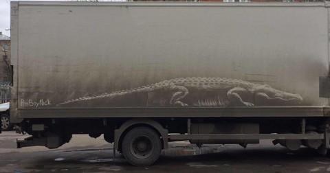 Khi lớp bụi bẩn trên oto được bàn tay của những họa sĩ đường phố đụng vào