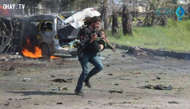 ,bản năng,chụp ảnh,cứu người,cảm động,chiến tranh ở syria,nội chiến syria,phóng viên