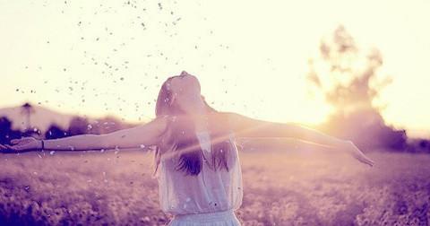 Biết hài lòng và chấp nhận những gì mình đang có là cách tốt nhất để sống hạnh phúc hơn