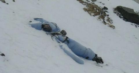 Những xác chết đầy ám ảnh trên đỉnh Everest