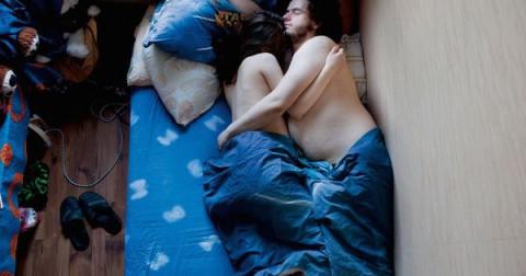 Tư thế ngủ tiết lộ điều gì về tình yêu của hai bạn?