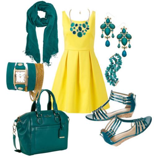 Lựa chọn màu quần áo phù hợp với tuổi, bản mệnh cũng được quan tâm.,