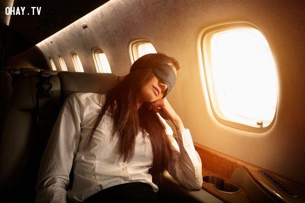 ,kinh nghiệm đi máy bay,lưu ý khi đi máy bay,cách đi máy bay,mẹo du lịch