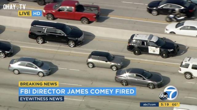 Khoảnh khắc đoàn xe chở giám đốc FBI bị sa thải ra sân bay