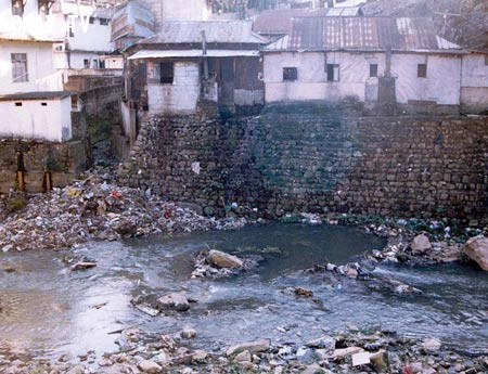 Nước thải không qua xử lý  ,khoa học,trái đất,ô nhiễm môi trường