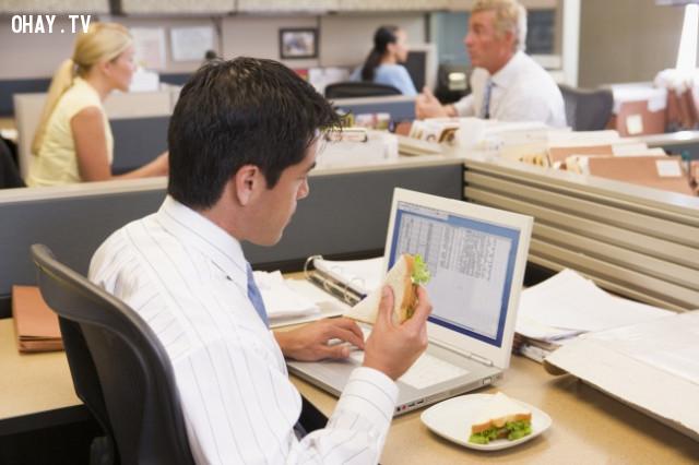 Ăn uống tại nơi làm việc,thói quen xấu,thói quen không tốt cho sức khỏe