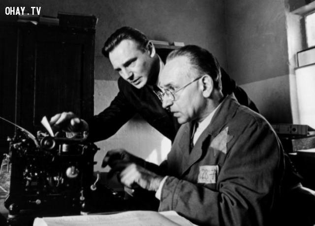 5. Schindler's List ( tựa Việt: Danh sách của Schindler),phim hay,phim cảm động