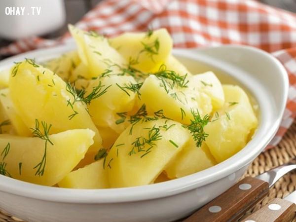 2. Khoai tây,trị mụn,ăn gì để hết mụn,chăm sóc da,trị vết thâm do mụn
