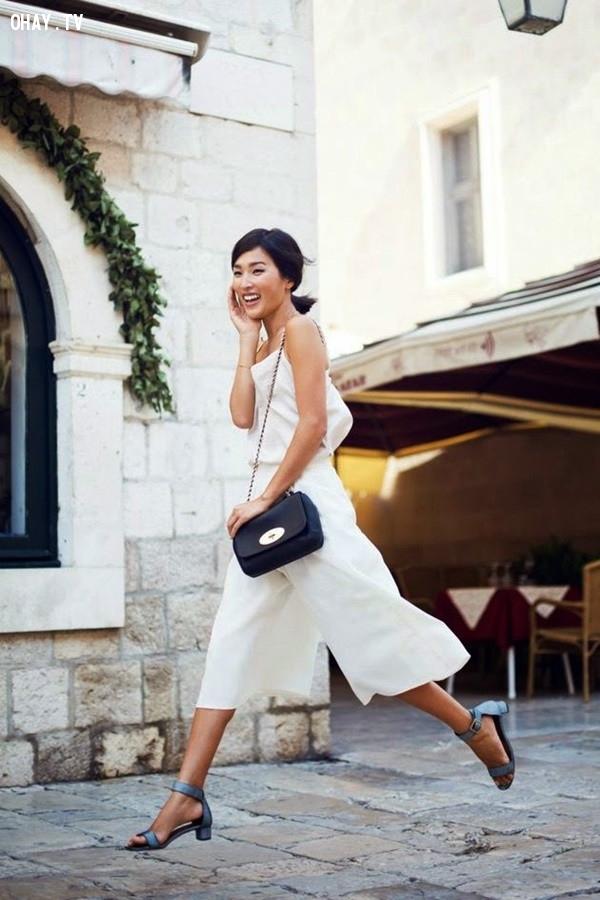 4. Giày xăng đan cao gót,quần lửng ống rộng,quần culottes,quần ống sớ,quần ống rộng dài,quần ống rộng đi với giày gì
