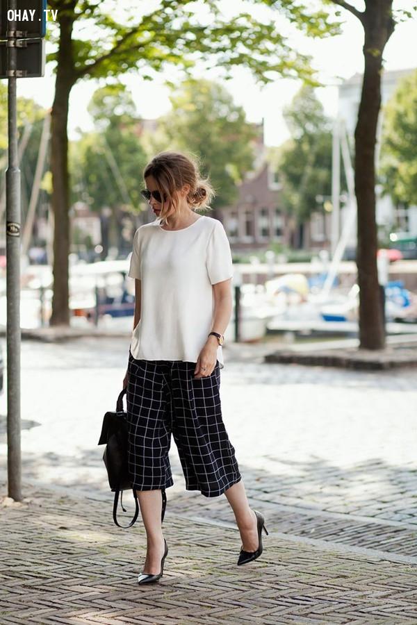 3. Giày cao gót cổ điển,quần lửng ống rộng,quần culottes,quần ống sớ,quần ống rộng dài,quần ống rộng đi với giày gì