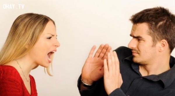 5. Một người vợ để chung sống cả đời cần phải biết quan tâm đến bạn,