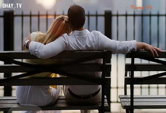 9. Hãy ở bên cạnh cô gái khiến bạn cảm thấy cuộc sống ổn định bình yên,