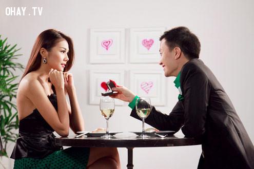 2. Người đàn ông phải là người chủ động ngỏ lời yêu ,