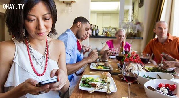 4. Hãy tôn trọng sự riêng tư của tin nhắn. ,nguyên tắc ứng xử,cư xử lịch sự,người lịch sự,kỹ năng ứng xử