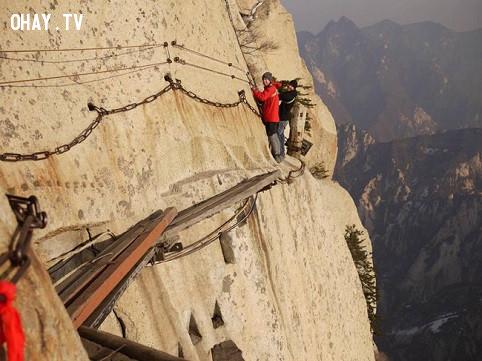 4. Lối đi tử thần trên vách núi,trò chơi cảm giác mạnh