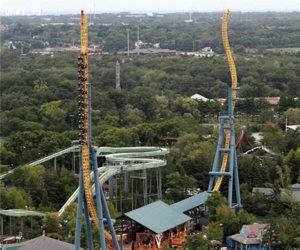 2. Tàu lượn siêu tốc tại công viên Six Flags Great America, Gurnee, Illinois,trò chơi cảm giác mạnh