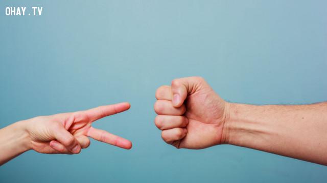 """8. Cách chắc chắn để giành chiến thắng trong trò """"kéo, đấm, giấy"""",thủ thuật tâm lý,mẹo tâm lý,kỹ năng giao tiếp"""
