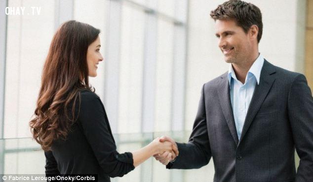 4. Nhớ tên của mọi người nếu bạn muốn được biết đến,thủ thuật tâm lý,mẹo tâm lý,kỹ năng giao tiếp