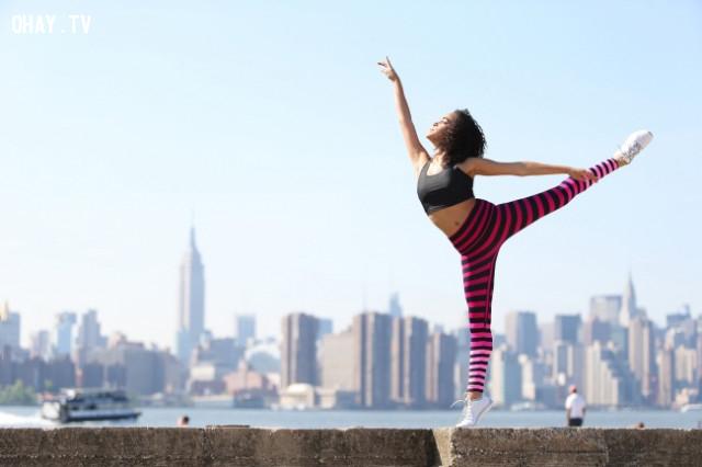 Tập yoga và rèn luyện các cơ,người tự tin,kỹ năng thành công