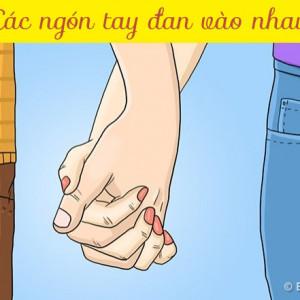 Các ngón tay đan vào nhau