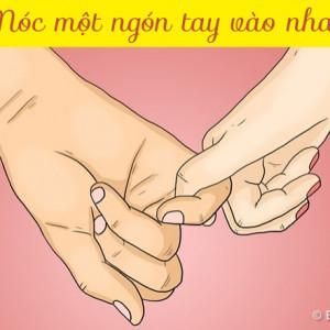 Móc một ngón tay vào nhau