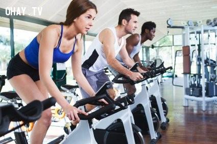 4. Tập thể dục thường xuyên,