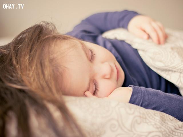 """1. Đọc """"Bedtime Story"""",cách ngủ ngon,cải thiện giấc ngủ,bệnh mất ngủ"""