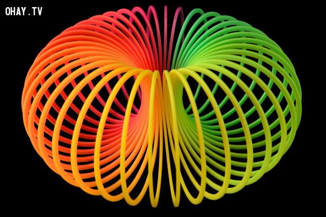 7. Lò xo Slinky,những điều thú vị trong cuộc sống,có thể bạn chưa biết