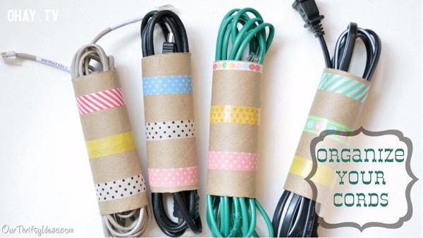 1. Gom dây điện gọn gàng,mẹo vặt,lõi giấy vệ sinh