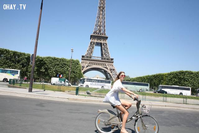 Buồn thì khóc, vui thì cười, để nỗi buồn trôi qua, và niềm vui ở lại, chán chán thì đạp xe hoặc lái xe đi hóng gió :3,