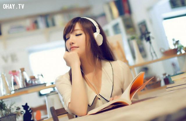 Thường xuyên nghe nhạc,
